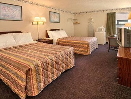 Days Inn Southern Hills/ORU: Standard Two Double Bed Room