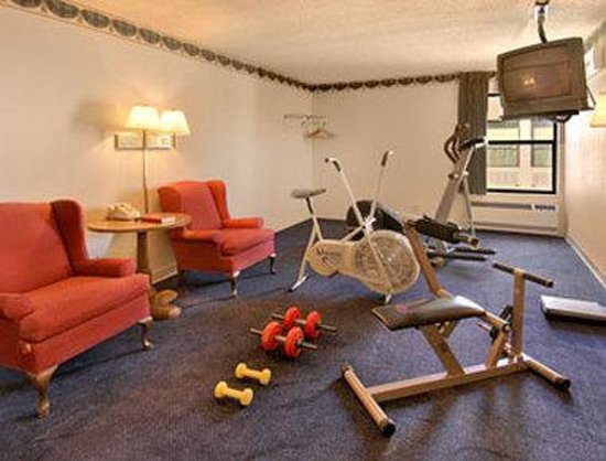 Days Inn Southern Hills/ORU: Fitness Center