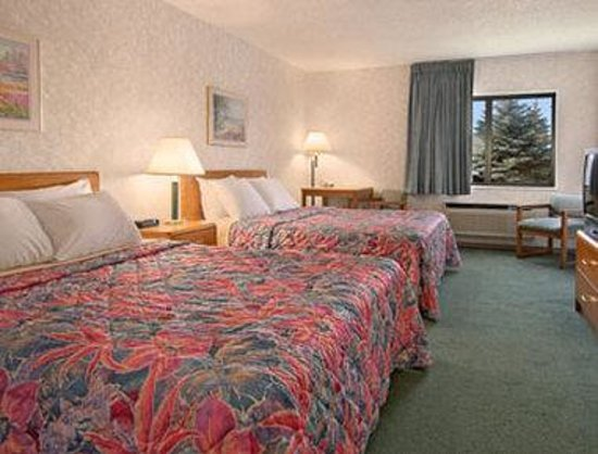Days Inn Alpena: Standard Two Queen Bed Room