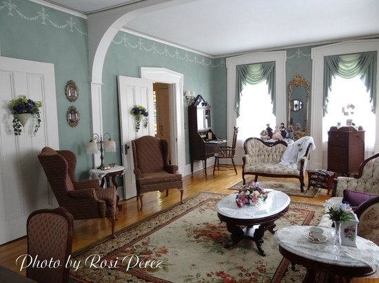 Aldrich Guest House: The Parlor