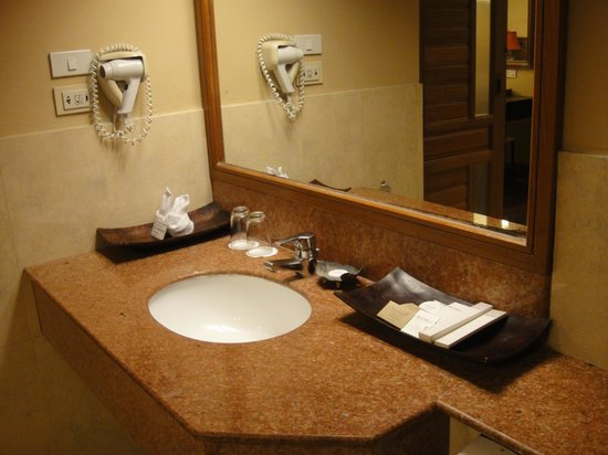 Baan Laimai Beach Resort: Washroom