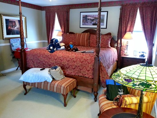 Inn at Ellis River: Our room.