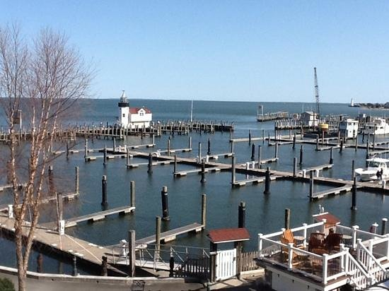 Saybrook Point Inn &amp; Spa: View of Marina from our room