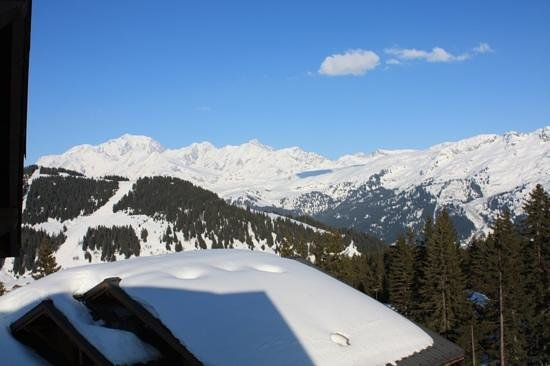 Villard-sur-Doron, Frankrig: not a bad view from our balcony last week, (march 2014)
