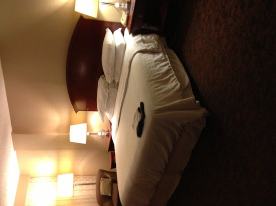 Sheraton Nashville Downtown Hotel : Nice bed 
