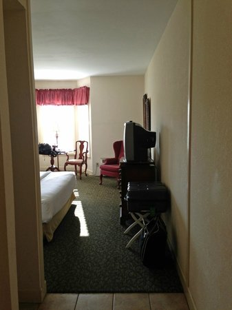 Anniston, AL: room overview 3