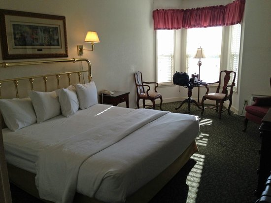 Anniston, AL: room overview 2