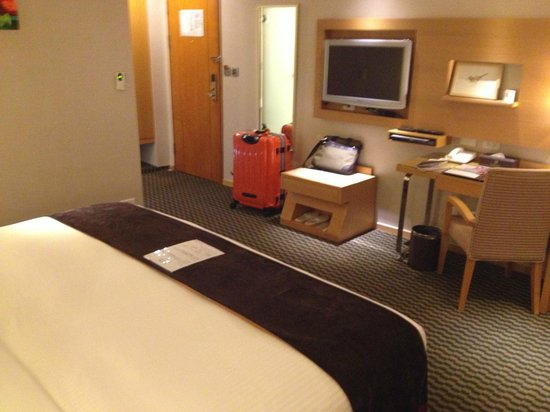 Tokyo International Hotel: King size bed is enough for 2 persons