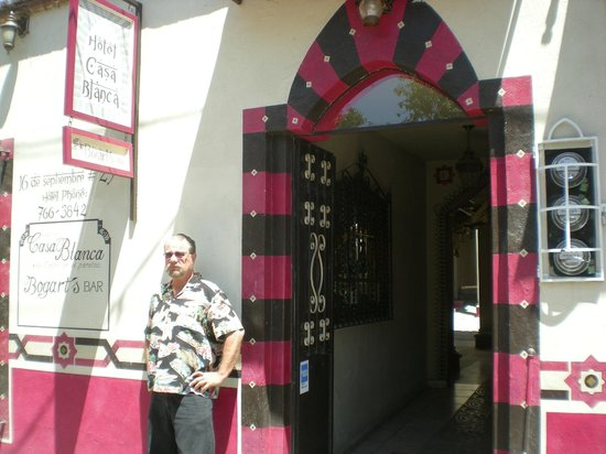 Hotel Casa Blanca: The main entrance to Casablanca Hotel
