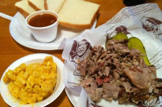 Northport, AL: pork, Mac n cheese, sauce and bread
