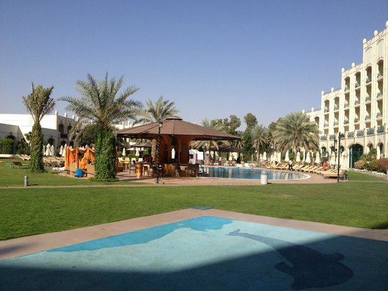 Al Ain Rotana Hotel: The pool area