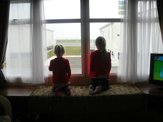 Thorpe Haven Holiday Park: girls loved the view :)