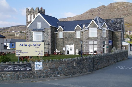 Min-y-mor Hotel