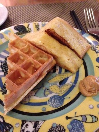 Shangri-La's Far Eastern Plaza Hotel Tainan: lovely french toast n waffles