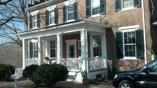 Washington, VA: The charming rear entrance