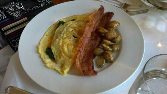 Washington, VA: Elegant omelette at the Inn