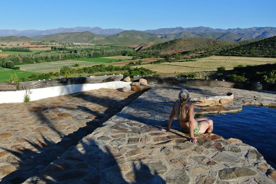 De Rust, Sør-Afrika: enjoying the pool's amazing view