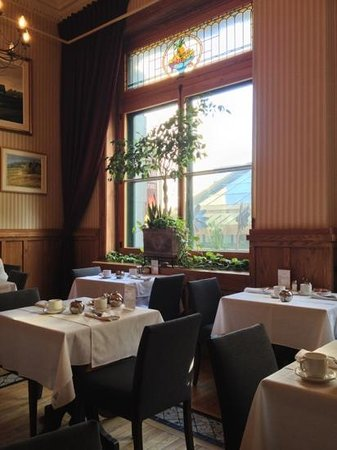 Le Saint-Pierre Auberge: Breakfast dining room