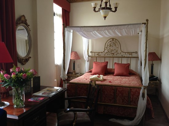 Boutique Hotel Mansion del Angel: Canopy bed