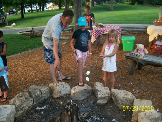 Big Cedar Wilderness Club: S'mores