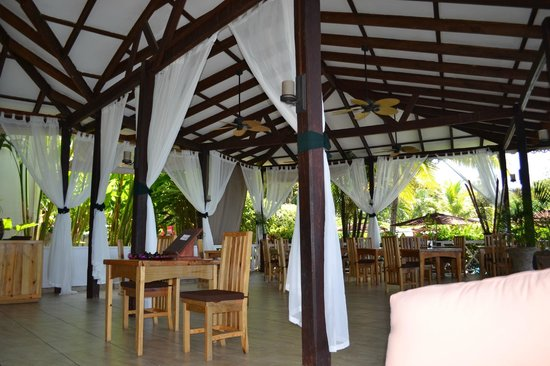 Ti Kaye Resort &amp; Spa: main area dining area