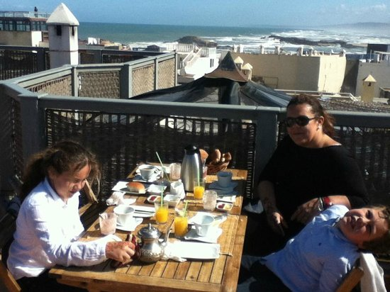 Ryad Lyon-Mogador: Spectacular Roof Top Breakfast