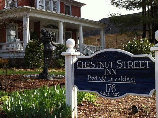 Chestnut Street Inn: Outside