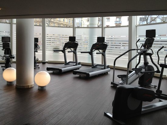 Dorint Kongresshotel Mannheim: Fitness room - looking to the right