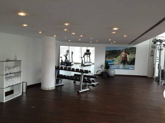 ‪‪Dorint Kongresshotel Mannheim‬: Fitness room - looking to the left‬
