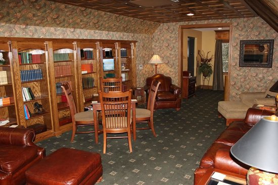 Chetola Mountain Resort: Library at the Inn