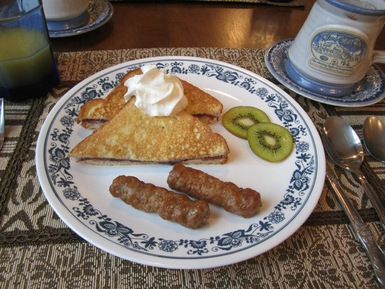 Historic Jacob Hill Inn: Breakfast Yumminess!