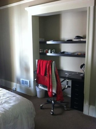 Steinhart: bedroom desk area