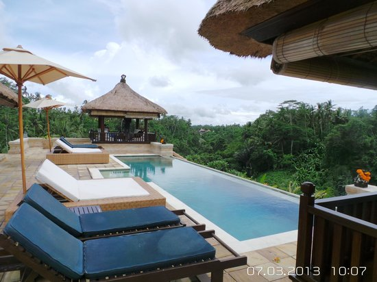 Villa Santai: charming swimming pool view