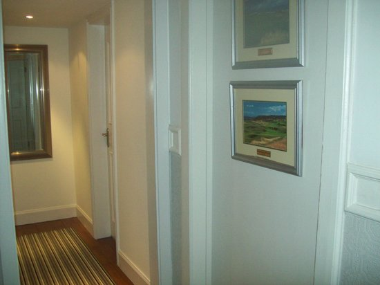 Six Murray Park: new hallway to room 8