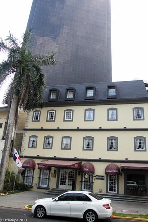 Hotel DeVille: Hotel from the outside