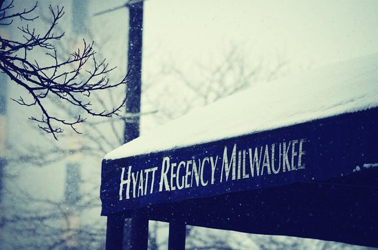 Hyatt Regency Milwaukee: Snowy entrance