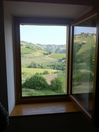 Montalto delle Marche, Italia: View form the kitchen