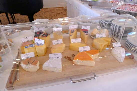 Grand Hotel Kronenhof: Selection of Cheeses at Breakfast Buffet