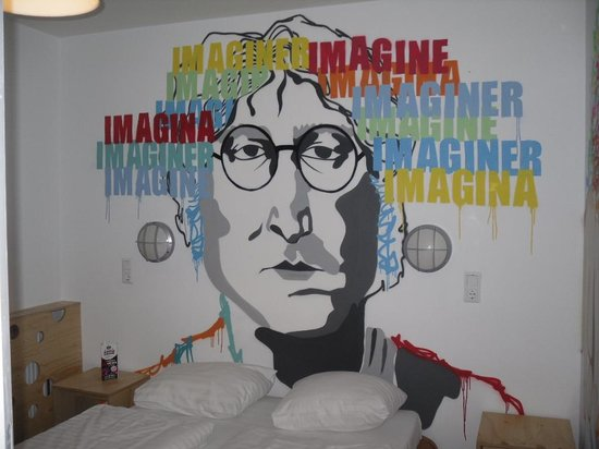St Christopher&#39;s at Winston Hotel: John Lennon Room