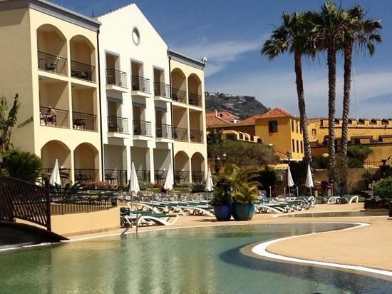 Porto Santa Maria Hotel (Porto Bay): view from the outdoor pool