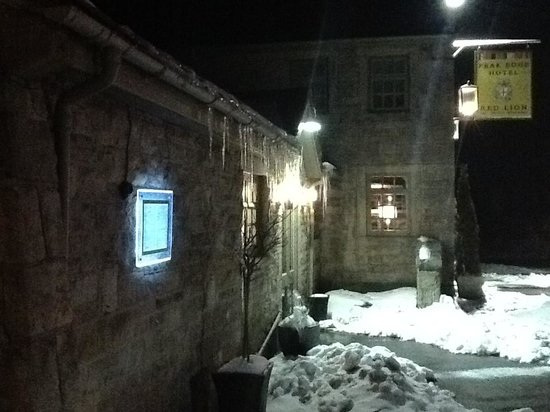 Stonedge, UK: Outside the bar/restaurant
