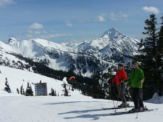 Adventurer's Guest House: Skiing at Revelstoke Mountain Resort was less than 5 min Drive