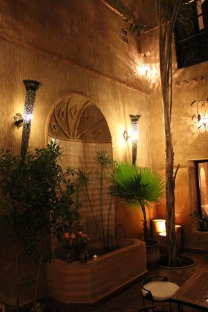 Riad Carina: Riad water feature
