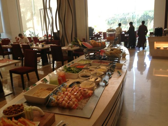 Holiday Inn Mumbai International Airport: Superb breakfast buffet suitable for all tastes