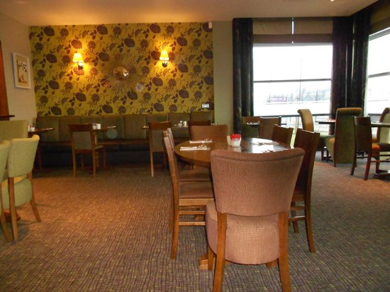 Premier Inn Edinburgh Park - The Gyle : Dining area at Premier Inn Edinburgh Park