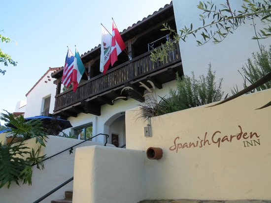 Spanish Garden Inn: Hotel entrance