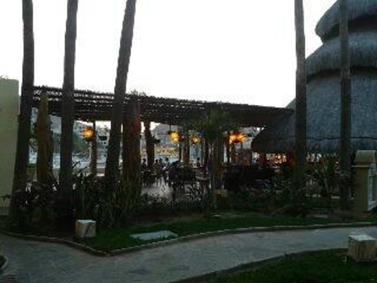 Marina Fiesta Resort & Spa: room by pool