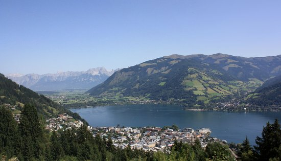 Hotel Heitzmann: Looking down on Zell am See.