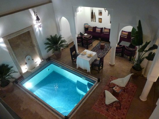 Riad Baba Ali: Vue sur patio depuis la chambre