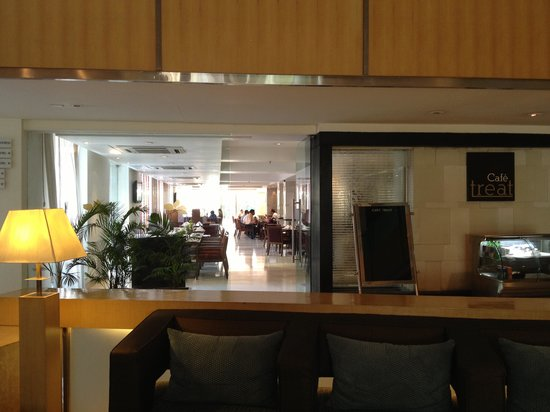The Pride Hotel Ahmedabad: Entry to Cafe Treat